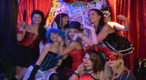 burlesque - photoshoot - amsterdam - hen - party -bachelorette